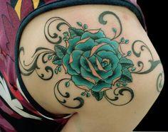 Giba, artista do Estúdio W Tattoo e Piercing. www.wtattoo.com.br