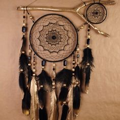 Giant Dream Catcher, Making Dream Catchers, Doily Dream Catchers, Dream Catcher Decor, Beautiful Dream Catchers, Black Dream Catcher, How To Make Diy, Make And Sell, Los Dreamcatchers
