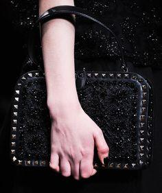 Valentino Fall 2012 Ready-to-Wear Accessories Photos - Vogue Valentino Purse, Valentino Handbags, Valentino Couture, Valentino Rockstud, Purse Game, Vogue, Luxury Bags, Black Handbags, Chanel Boy Bag