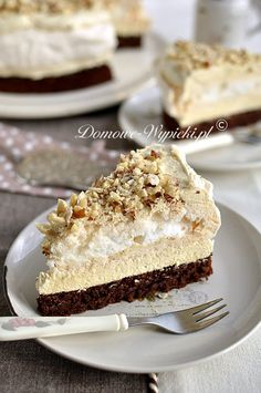 Leckere, süße Torte mit Schoko- Nuss- Boden, Baiser in der Mitte und mit einer… Delicious, sweet cake with chocolate nut base, meringue in the middle and a sweet Halva pudding cream. Who Halva not … Chocolate Chip Pie, Chocolate Cake, Chocolate Meringue, Meringue Cake, Baking Chocolate, No Bake Desserts, Delicious Desserts, Yummy Food, Cake Cookies