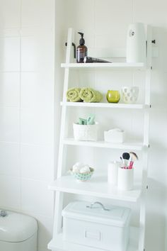 Restore a ladder for extra storage in your bathroom (via A Typical Pea) Budget Bathroom, Ladder Bookcase, Extra Storage, Restore, Interior And Exterior, Knight, Shelves, Projects, Quartos