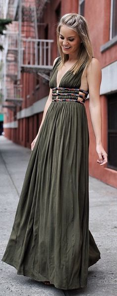 #summer #outfits  Last Nights Look. So Into The Details On This Maxi Dress, And Perfect For A Bunch Of Upcoming Summer Events! // Green Pleated Maxi Dress