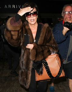 Among all the celebrities , there are a few of them that really make the difference with their style. Kris Jenner has been linked and chased by fur haters for her love for real fur. 13 of the best real fur styles from the reality star. Estilo Kris Jenner, Kris Jenner Style, Fur Jacket, Fur Coat, Mink Coats, Mink Fur, Fur Fashion, Fashion Outfits, Luxury Fashion