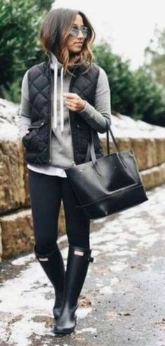 Amazing 60 Comfy Fall Outfit Ideas to Try 2017 from https://fashionetter.com/2017/09/13/60-comfy-fall-outfit-ideas-try-2017/