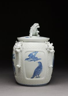 The Hirado kilns, near Arita, produced fine underglaze blue decorated porcelain from the mid-1700s, initially for the exclusive use of the local samurai rulers, then later for commercial distribution.