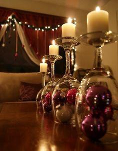 Una forma de ambientar y decorar de manera sencilla la mesa de comedor en estas navidades. http://www.originalhouse.info/c/originalidades/