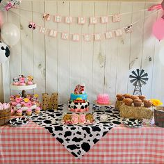 Farm Birthday Cakes, 2nd Birthday Party For Girl, Farm Animal Birthday, Cowgirl Birthday, Pig Birthday, Happy Birthday Banners, Birthday Ideas, Farm Animal Party, Girl Birthday Themes