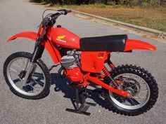 1979 Honda I know someone that has this guy and it's so frightening Honda Dirt Bike, Motorcycle Dirt Bike, Honda Bikes, Moto Bike, Honda Motorcycles, Mx Bikes, Motocross Racer, Motocross Bikes, Vintage Motocross