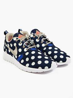 Nike Men's Polka Dot Roshe Run NYC Sneakers   oki-ni