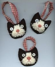 """felt cat heads, great idea for my """"cat lady"""" friends! could be ornaments or scented sachets. Felt Christmas Decorations, Felt Christmas Ornaments, Handmade Christmas, Christmas Crafts, Xmas, Tree Decorations, Christmas Tree, Diy Ornaments, Christmas Nativity"""