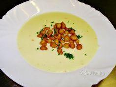 Rýchla polievka z rôznych druhov syra, aké máte radi. Polievka je krémová, jemná a má výraznú syrovú chuť. Podávame s krutónmi alebo so smaženým hráškom.