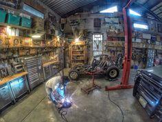 Convert Your Garage into a Man Cave - Man Cave Home Bar Old Garage, Barn Garage, Garage Bar, Man Cave Garage, Garage House, Garage Shop, Garage Workshop, Workshop Ideas, Garage Organization