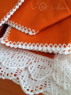 Crochet Edging Tutorial, Tutorial Diy, How Do You Knit, Embroidery Suits Punjabi, Diy Crafts Crochet, Floral Shoulder Bags, Knitted Booties, Lace Table Runners, Crochet Doilies