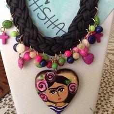 Collar de pasta turquesa con corazón de cerámica