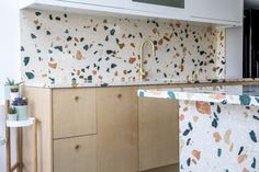 One of the recent additions to our terrazzo range is the funky It has a cream base with large chunks of marble in strong colours including greens, oranges and. Kitchen Worktop, Kitchen Backsplash, Kitchen Countertops, Kitchen Cupboard, Minimalist Home Interior, Home Interior Design, Terrazzo, Kitchen Benches, Plywood Kitchen