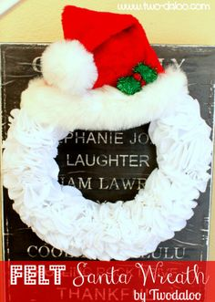 Felt Santa Wreath @ Twodaloo. So cute!