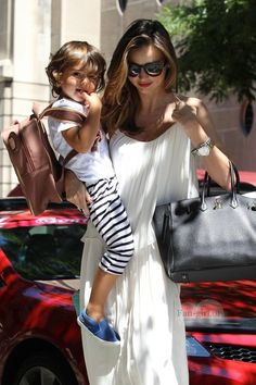 26 Genius Outfit Ideas to Steal From Street-Style Star Miranda Kerr - Celebrities Female Miranda Kerr Outfits, Miranda Kerr Street Style, Fashion Maman, Vs Models, Mommy Style, Star Fashion, Supermodels, Celebrity Style, Summer Outfits