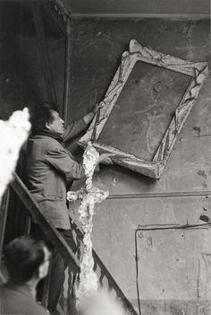 Alberto Giacometti framing his graffiti, 1958, Inge Morath