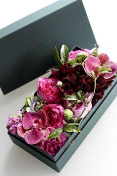 世界一好きな花屋といってもらえるように blog du I'llony 芦屋と南青山とパリに店を構える花屋アイロニーオーナー谷口敦史のブログ Flower Box Gift, Flower Boxes, My Flower, Flower Art, Beautiful Flower Arrangements, Floral Arrangements, Beautiful Flowers, Deco Floral, Arte Floral