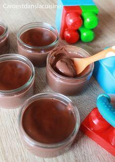 Crème dessert au chocolat maison – dès 10 mois Aujourd'hui, je vous partage une recette sucrée pour vos bébés, une crème au chocolat. Cette crème dessert peut être préparée dès 10 mois. Cette crème dessert au chocolat peut être préparée dès les 10 mois de votre bébé et remplace parfaitement le yaourt proposé à cet âge-là. Le cacao est un excellent substitut au chocolat traditionnel et est beaucoup plus sain quand ils sont tous petit.