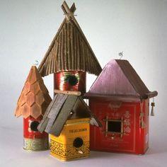 Des nichoirs dans des boites de thé // nest, tea boxes, birds, garden, cute, spring, summer, trees Bird Houses Diy, Fairy Houses, Home Crafts, Diy Crafts, Recycled Crafts, Decoration Palette, Diy Bird Feeder, Glass Garden Art, Paper Houses