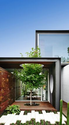 Do I ever love THAT house! :)Which house? THAT House by Austin Maynard Architects. The site is neighboured by huge houses. We were asked to provide the family with 'just the right amount of space Architecture Résidentielle, Victorian Architecture, Melbourne Architecture, Australian Architecture, Contemporary Architecture, Architects Melbourne, Moving Walls, Huge Houses, Dream Houses