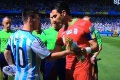 Iran Captain Javad Nekounam Asks for Lionel Messi's Shirt During Handshakes | Bleacher Report