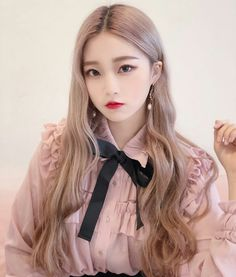 Love this color. I really want a pink blouse with a black bow Pretty Korean Girls, Cute Korean Girl, Beautiful Asian Girls, Yu Gi Oh, Korean Beauty, Asian Beauty, Chica Cool, Girl Korea, Ulzzang Korean Girl