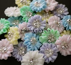 (via royal icing flowers | Sugar Flowers & Confectionery Art)