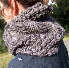 Dit an' Dah Cowl knitting pattern PDF by skeinqueen on Etsy