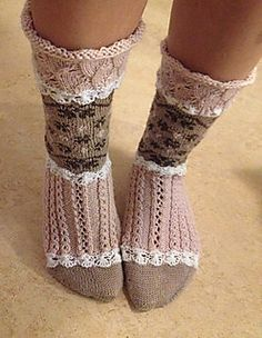 Ravelry S ta rosa sockor pattern by Emelie Br ndstr m Crochet Socks, Knitted Slippers, Knitted Poncho, Knitted Blankets, Knit Crochet, Sweaters Knitted, Knit Socks, Knitting Stiches, Knitting Socks