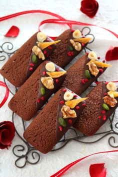 """Valentine chocolate financier"" ぱ O Christmas Cookie Boxes, Holiday Cookies, Christmas Desserts, Christmas Baking, Great Desserts, Mini Desserts, Cookie Recipes, Dessert Recipes, Pastry Design"