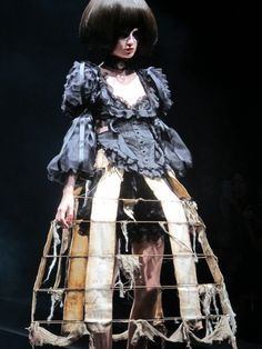 Sculptural Fashion - cage skirt with distressed fabric panels; 3d Fashion, Quirky Fashion, High Fashion, Fashion Show, Fashion Design, Yohji Yamamoto, Stilt Costume, Kenzo, Cage Skirt