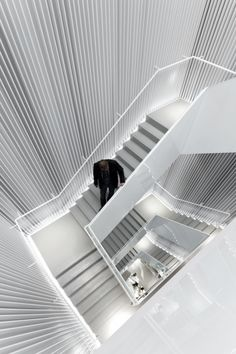 ♂ Retail store interior design white stair H Seoul Store / Universal Design Studio