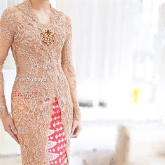 """Detail... #kebaya #wedding #weddingdress #pengantin #lace #beads #swarovski #songket #verakebaya ❤️"""