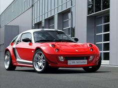 Smart Roadster-Coupé Brabus Biturbo 2 Smart engines fused together into a producing Modifications: race tank in the front, rear disc brakes, new gearbox, removal of luxury and safety features. Smart Passion, Mercedes Smart, Mercedes Amg, Smart Car Body Kits, Smart Roadster Coupe, Smart Brabus, Electric Car Conversion, Cafe Racing, Car Images