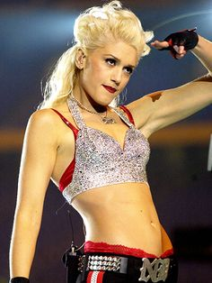 The Best Super Bowl Beauty Moments of All Time: Gwen Stefani