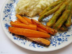 Grilovane mrkvicky Carrots, Snacks, Dishes, Vegetables, Christmas Recipes, Indie, Food, Carrot, Meal