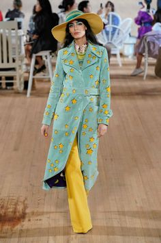 Runway pictures from the Marc Jacobs Spring 2020 Fashion Show. NY Designer Ready-To-Wear collections, runway looks, models, beauty Gucci Fashion, Fashion Line, Couture Fashion, Runway Fashion, Spring Fashion, Fashion Show, Fashion Design, Style Fashion, 2020 Fashion Trends
