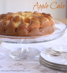 Apple Yoghurt Cake is a low fat recipe that uses yoghurt in place of butter/oils. Decorated with apple pieces and glazed with apricot jam, it is delicious. Apple Dessert Recipes, Low Sugar Recipes, No Sugar Foods, Low Calorie Recipes, Apple Recipes, Sweet Recipes, Food Cakes, Cupcake Cakes, Cupcakes