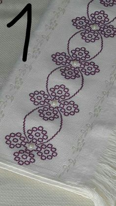 Really nice Cross-Stitch towel and pattern. Cross Stitch Borders, Cross Stitch Designs, Cross Stitching, Cross Stitch Patterns, Blackwork Embroidery, Cross Stitch Embroidery, Embroidery Patterns, Hand Embroidery, Bordado Tipo Chicken Scratch