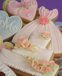 "Galletas - Cookies - Wedding Cookies, OR for a special celebration. A couple of these might be the right way to say a special ""Thanks""! Fancy Cookies, Iced Cookies, Cute Cookies, Cookies Et Biscuits, Sugar Cookies, Cupcakes, Cupcake Cookies, Cookie Favors, Cookies Decorados"