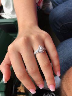 Beautiful Engagement Rings, Unusual Wedding Rings, Elegant Wedding Rings, Wedding Rings Sets Gold, Wedding Rings Vintage, Dream Wedding, Wedding Day, Pear Wedding Ring, Wedding Bells
