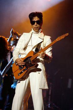 Prince Photos - Singer Prince performs onstage during the 2007 NCLR ALMA Awards held at the Pasadena Civic Auditorium on June 1, 2007 in Pasadena, California. - 2007 NCLR ALMA Awards - Show