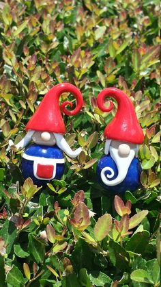 Hey, I found this really awesome Etsy listing at https://www.etsy.com/listing/239284947/mr-and-mrs-mini-garden-gnome-couple