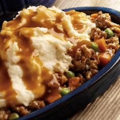 All-Day Shepherd's Pie - This all-day slow cooker ground beef recipe is the ultimate comfort food. Slow cooker shepherd's pie is easy to prepare and so satisfying. Talk about the perfect, one-pot meal! Crock Pot Slow Cooker, Slow Cooker Recipes, Beef Recipes, Cooking Recipes, Recipies, Crockpot Meals, Copycat Recipes, Hamburger Crockpot Recipes, Recipes Using Hamburger