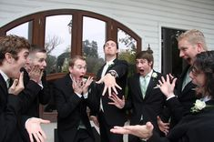 A hilarious moment between a groom & groomsmen #funnywedding #funnyweddingpics #funny