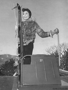 12/7/1960 Press Photo:  Irehne Carter Hennessy of Wellesley Hills, Mass., here on popular Skimobile, North Conway.