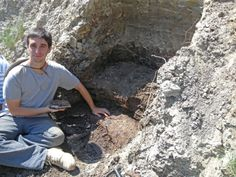 We continue our our conversation with Antoine Bercovici, a Peter Buck postdoctoral fellow in the Department of Paleobiology, who is using fossil pollen to solve a paleontological mystery about the K/Pg extinction. We left off with Antoine telling us about a strange site in North Dakota, where they found Cretaceous pollen in rocks above where they thought the K/Pg boundary should be.