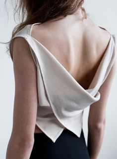 Elegant draped top with soft folds; contemporary fashion details // That Brand I love tops with unique styled backs - but I do prefer to be able to wear a bra with it too. I can't go bra-less unless it is really fitted/supported at the front. Fashion Details, Look Fashion, Womens Fashion, Fashion Trends, Dress Fashion, Fashion Mode, Fashion Heels, Minimal Chic, Minimal Classic Style